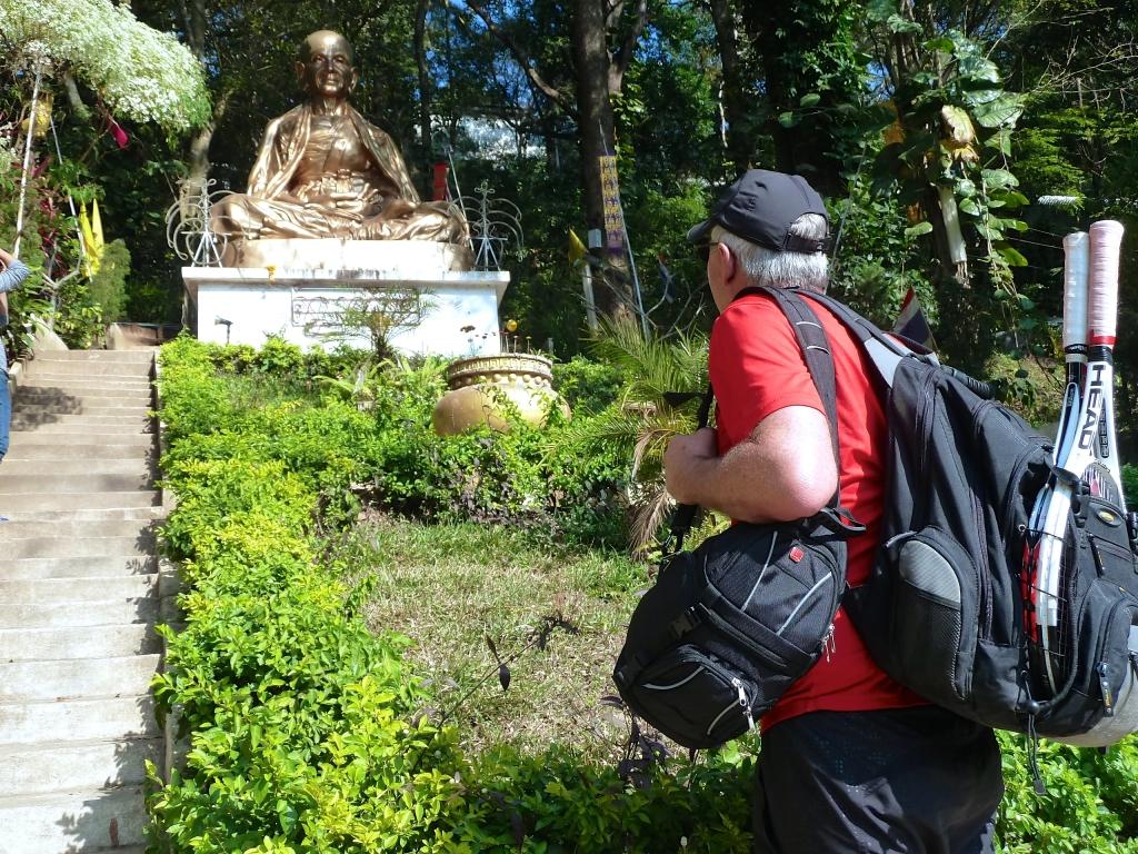 tennis-tourist-looking-at-budha-Wat-Phrathat-Doi-Suthep-teri-church