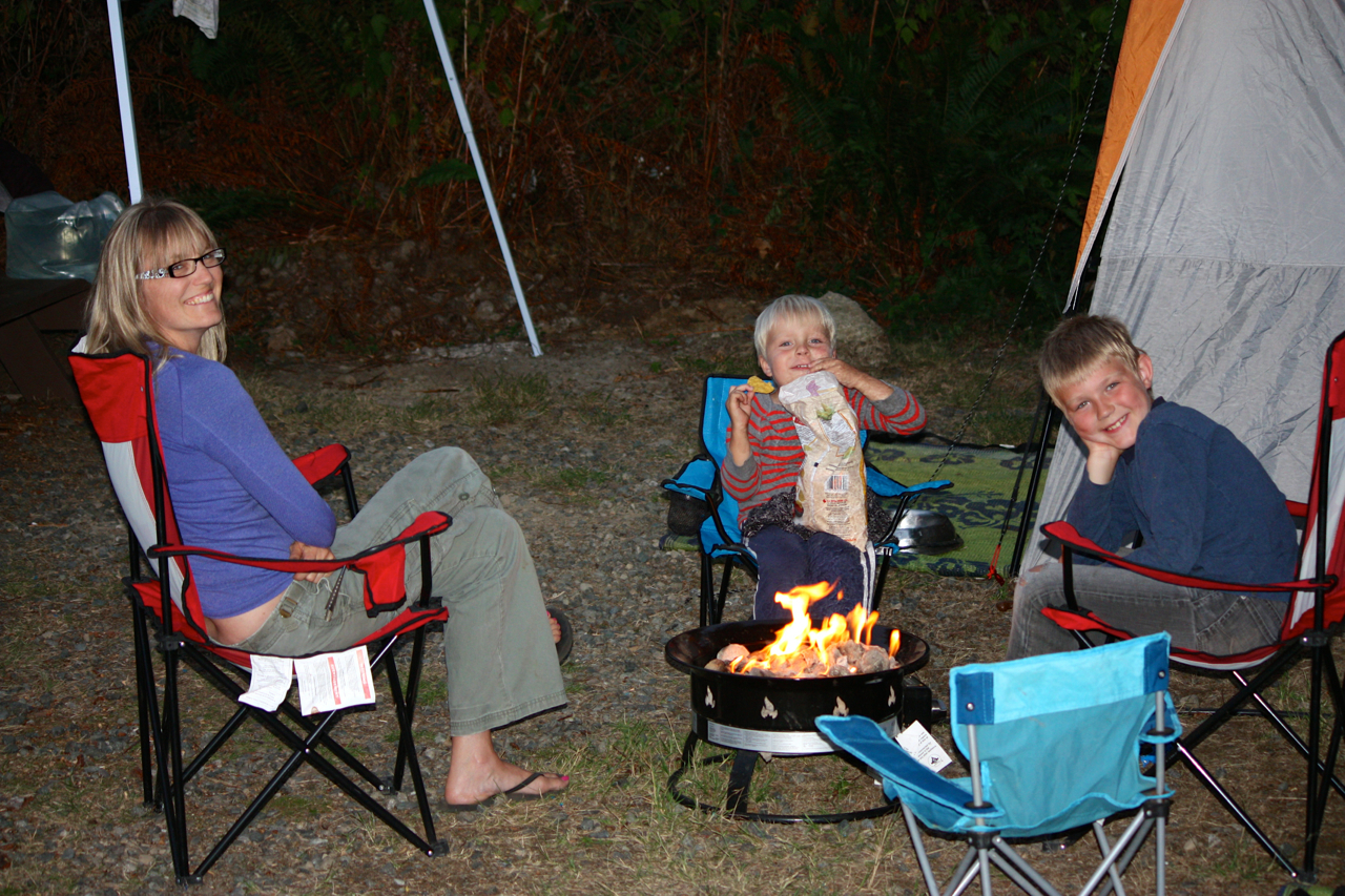 breakpointtravelguides-comox-teepee-park-campground-fire-bowl-kathy-london