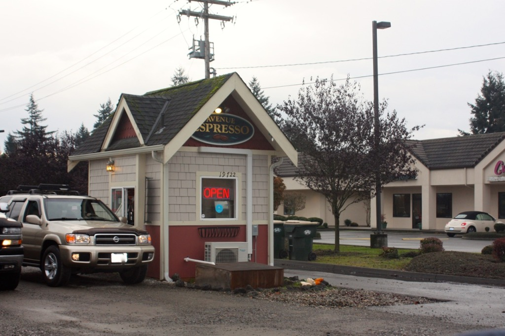 breakpointtravelguides-great-wolf-lodge-grand-mound-espresso-shack-kathy-london