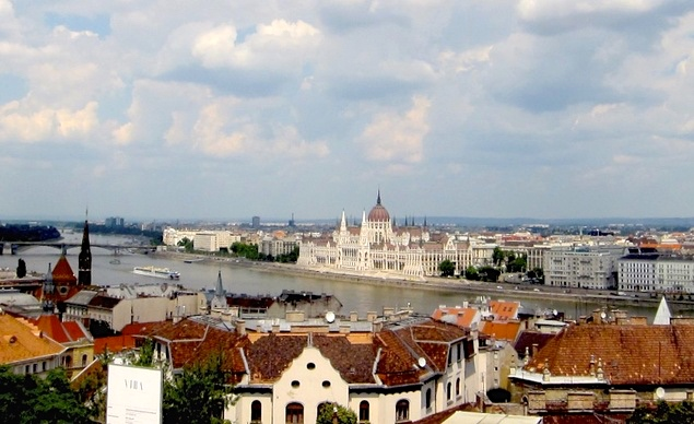 budget-travel-overlooking-the-beautiful-city-of-budapest-hungary