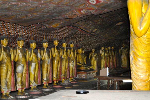 breakpointtravelguides-sri-lanka-dambulla-caves-interior-kathy-london