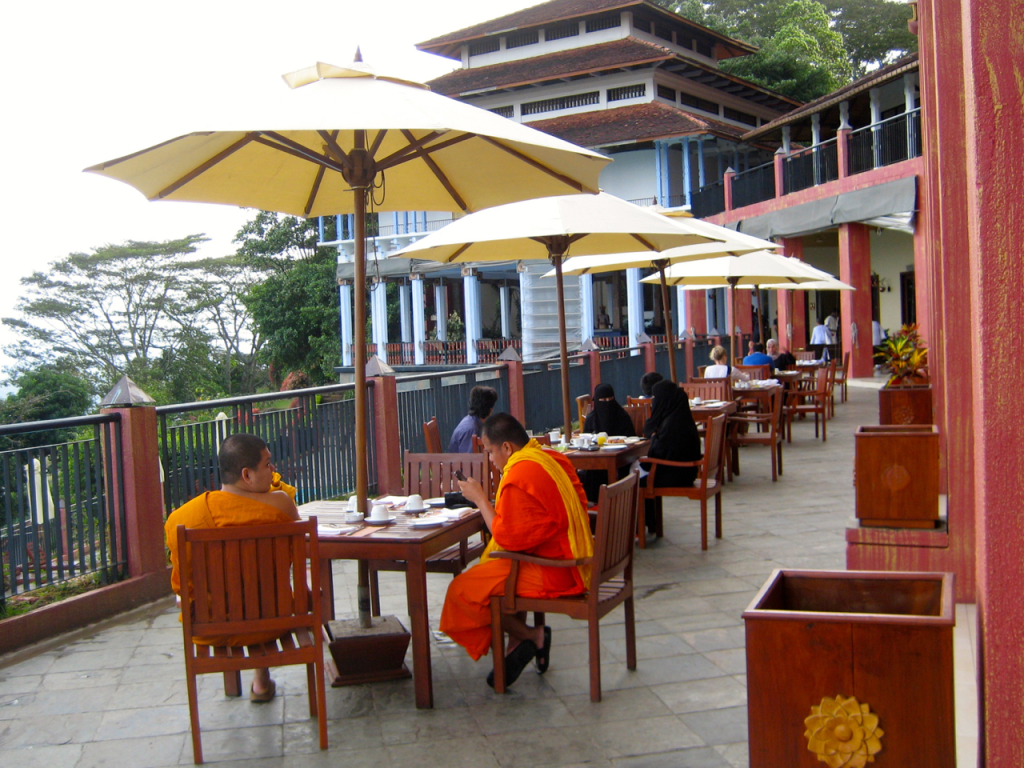breakpointtravelguides-sri-lanka-Kandy-amaya-hills-kathy-london