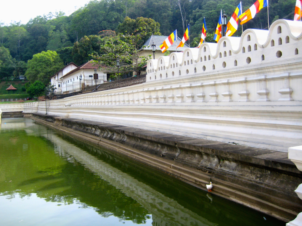 Royal Palacebreakpointtravelguides-sri-lanka-Kandy-Temple-of-the-tooth-kathy-london